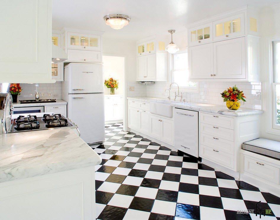 Чорно-біла плитка для підлоги