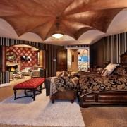 Роскошный потолок в спальне