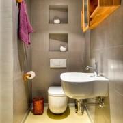 Керамическая плитка в интерьере туалета