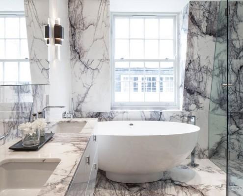 Белая ванна в форме чаши