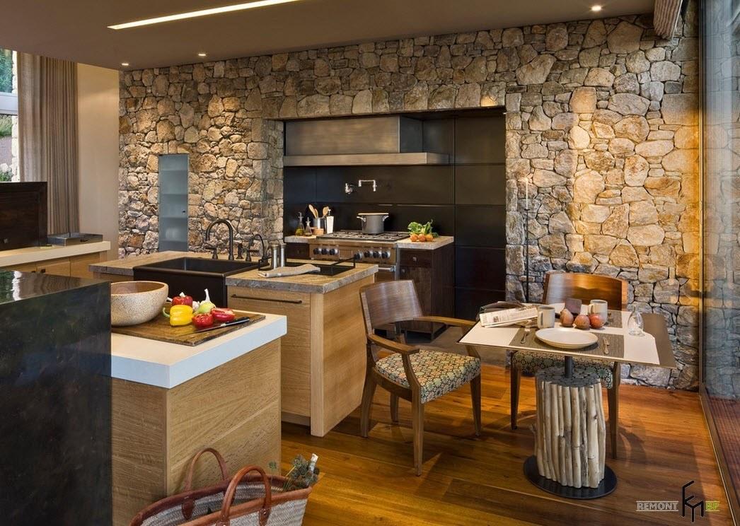 Камень в кухне-столовой