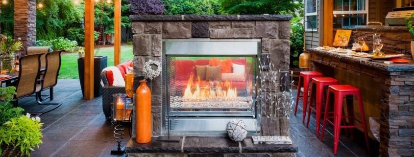 Летняя кухня с камином
