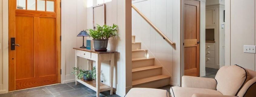Интерьер прихожей частного дома