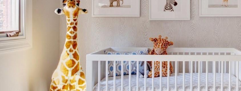 Кроватка для комнаты новорожденного