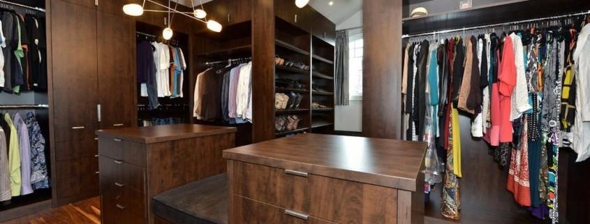 Современная гардеробная комната