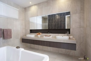 Зеркало для современной ванной комнаты