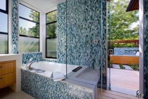 Мозаика для отделки поверхностей ванной комнаты