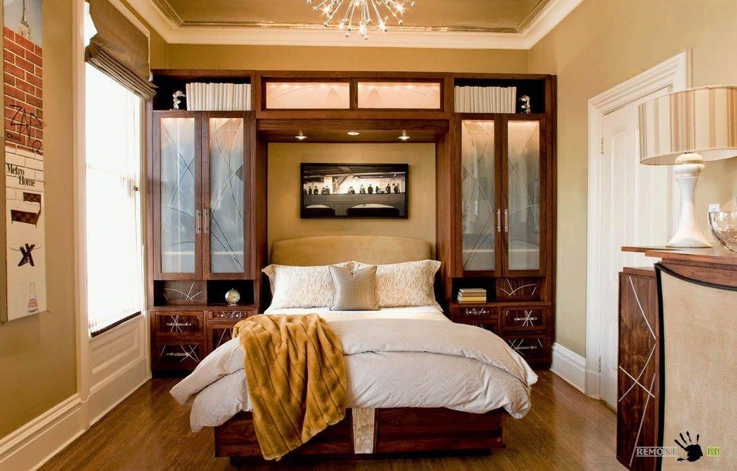 Кровать в небольшой нише