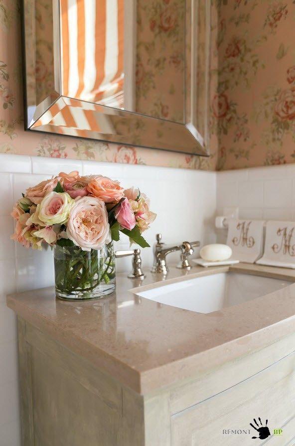 Дизайн-проект маленькой ванной комнаты в классическом стиле на фото