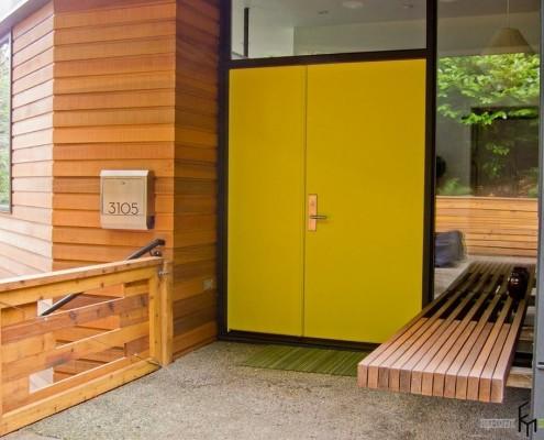 Яркий оттенок дверей