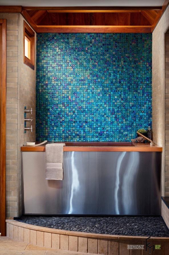 Акцентная стена над ванной