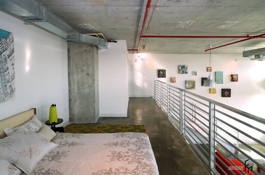 Неоформленный потолок в спальне