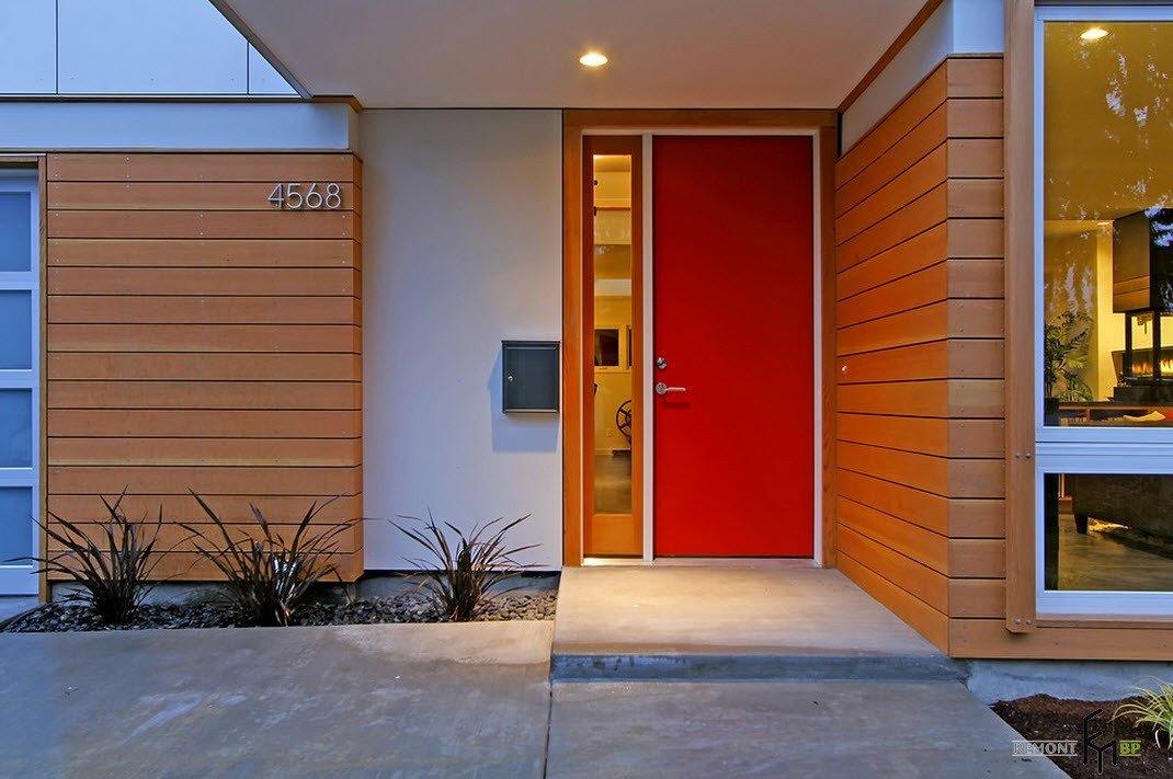 Насыщенный цвет двери