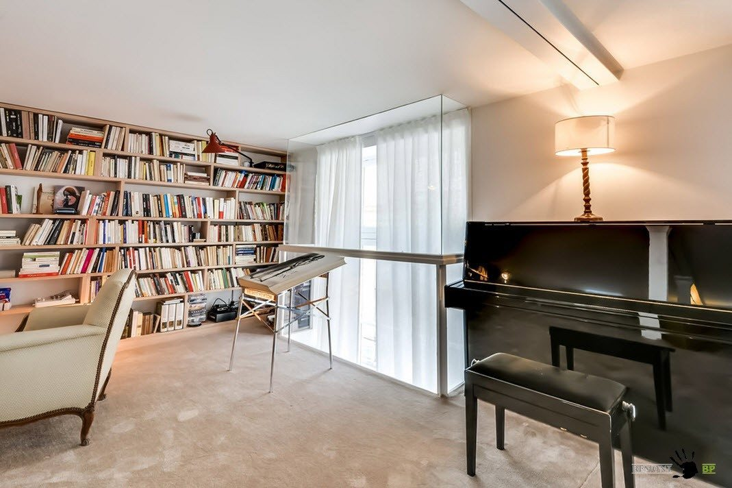 Библиотека с пианино
