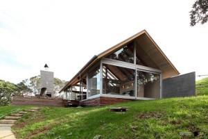 Дом с террасой из дерева