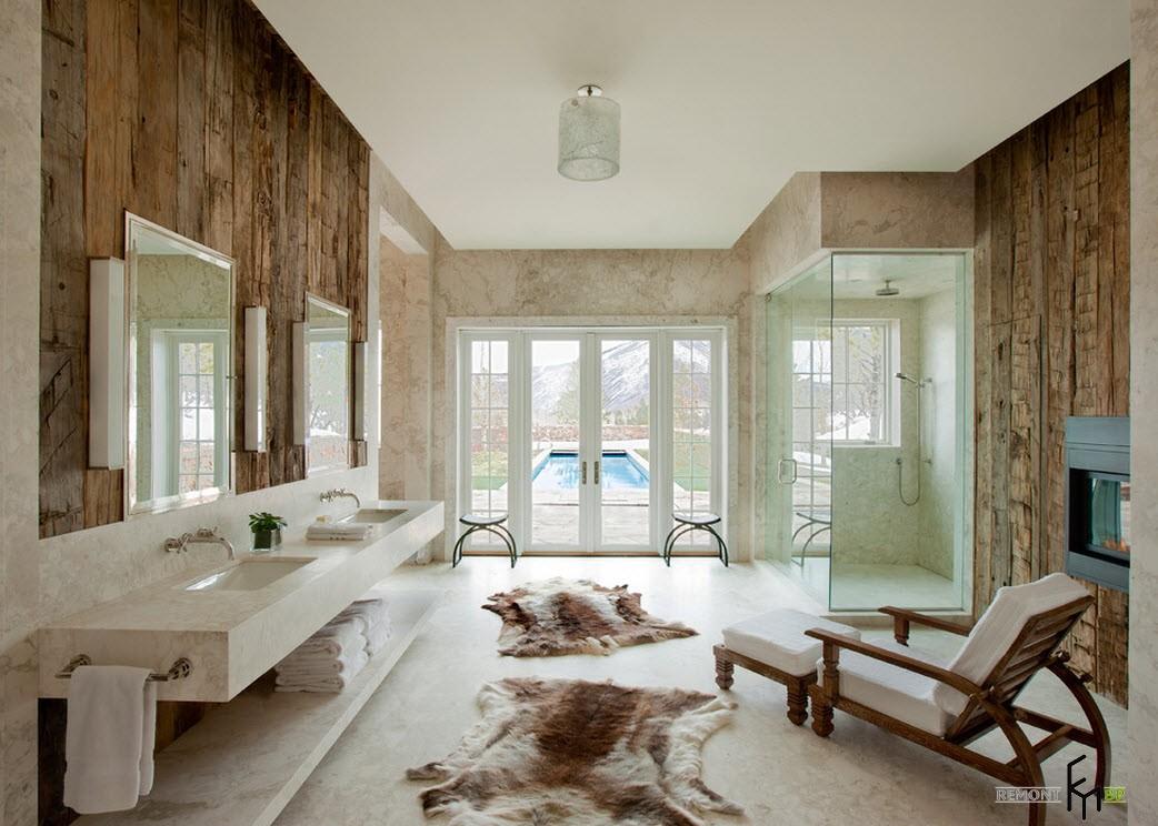 Ванная, имеющая выход во внутренний двор