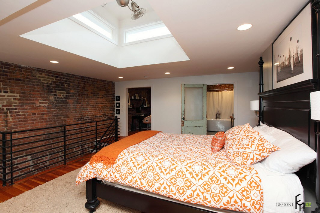 Оригинальная ниша в потолке спальни