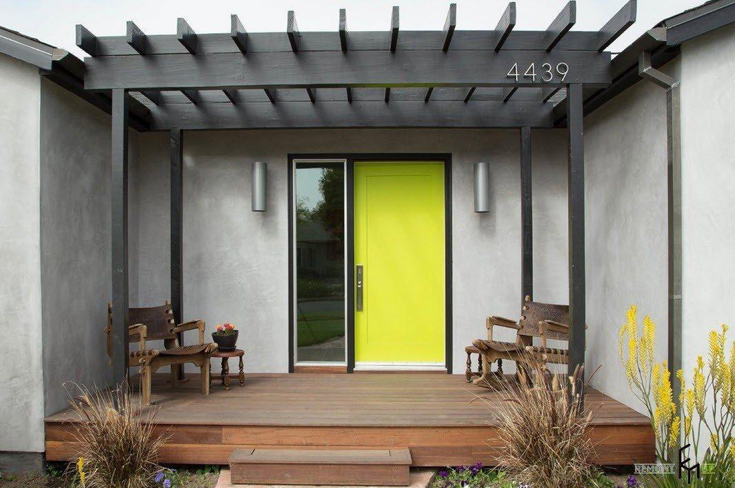 Яркий цвет двери