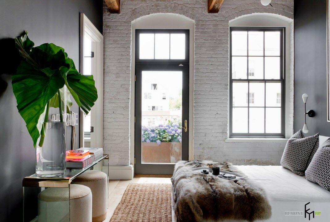 Оригиналные окна и двери в спальне