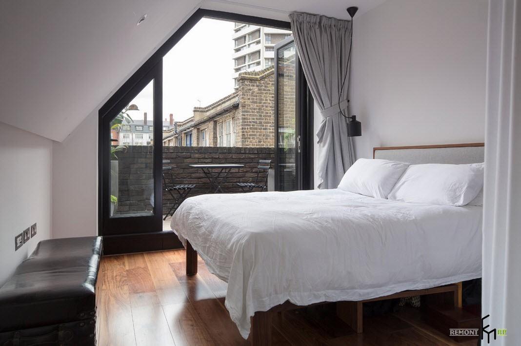 Ассиметричное окно в интерьере в стиле лофт