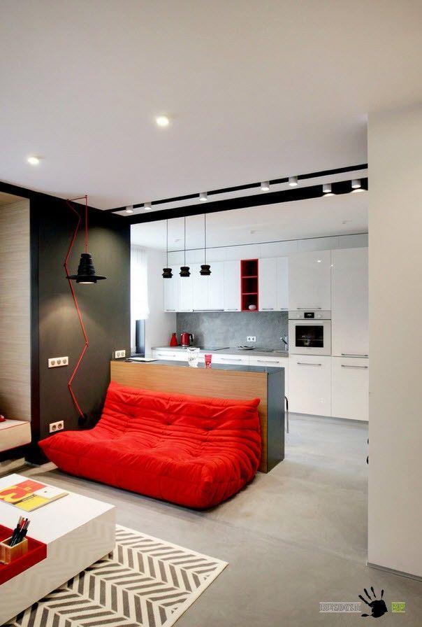 Бесформенный диван в гостиной зоне
