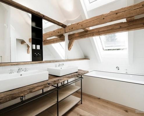 Балки как украшение в интерьере ванной
