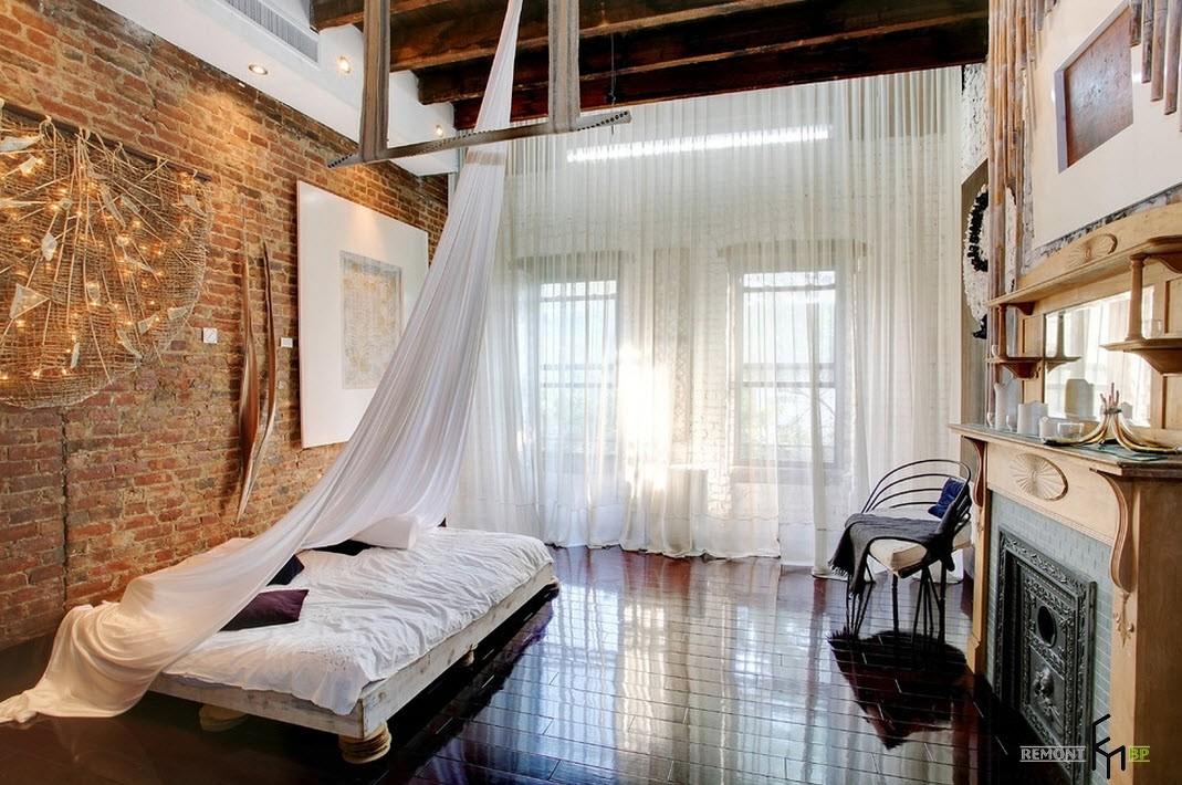 ВЫсокие потолки в спальне в стиле лофт