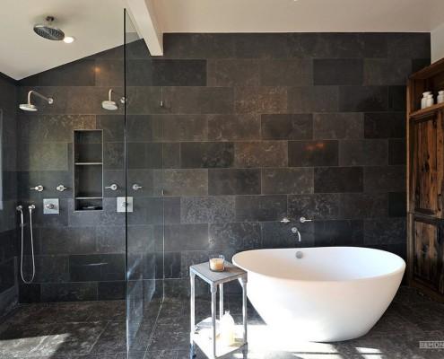 Темные тона в интерьере ванной