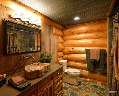 Бревенчатые стены в ванной