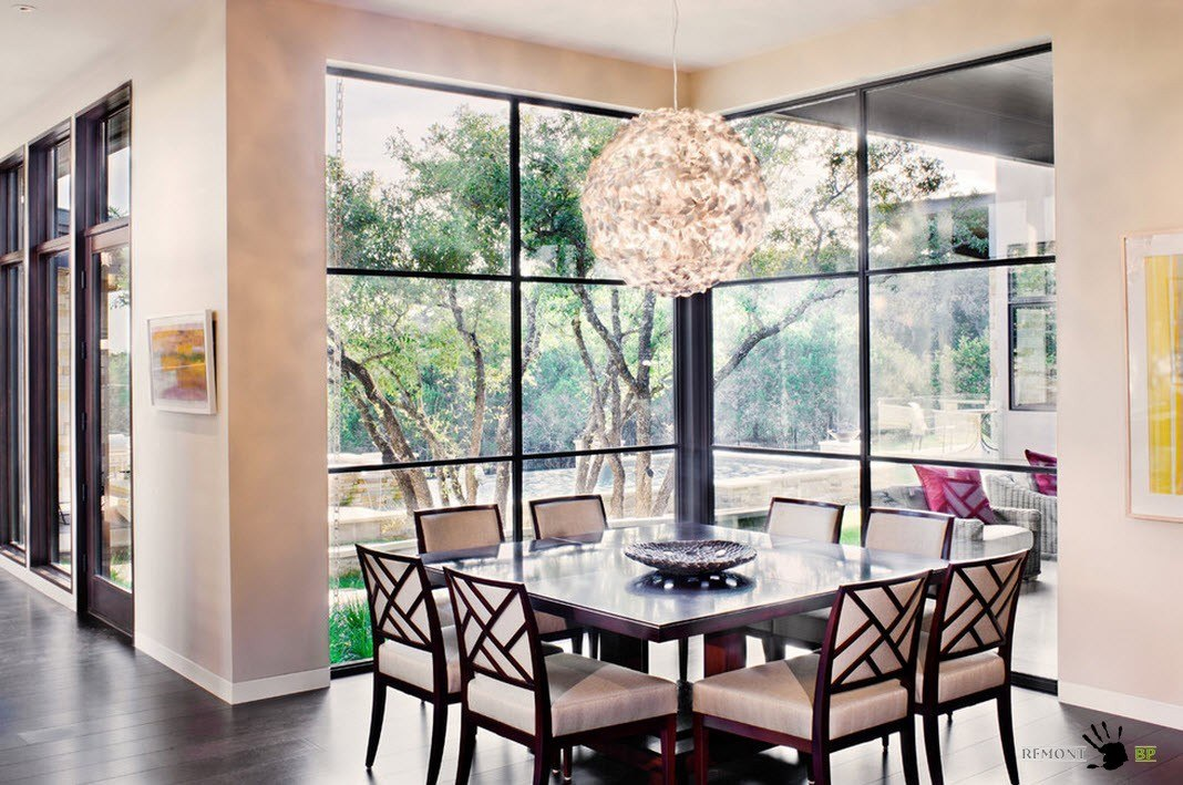 Столовая с угловым окном