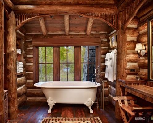 Ванная в деревенском стиле Кантри: отделка камнем и деревом