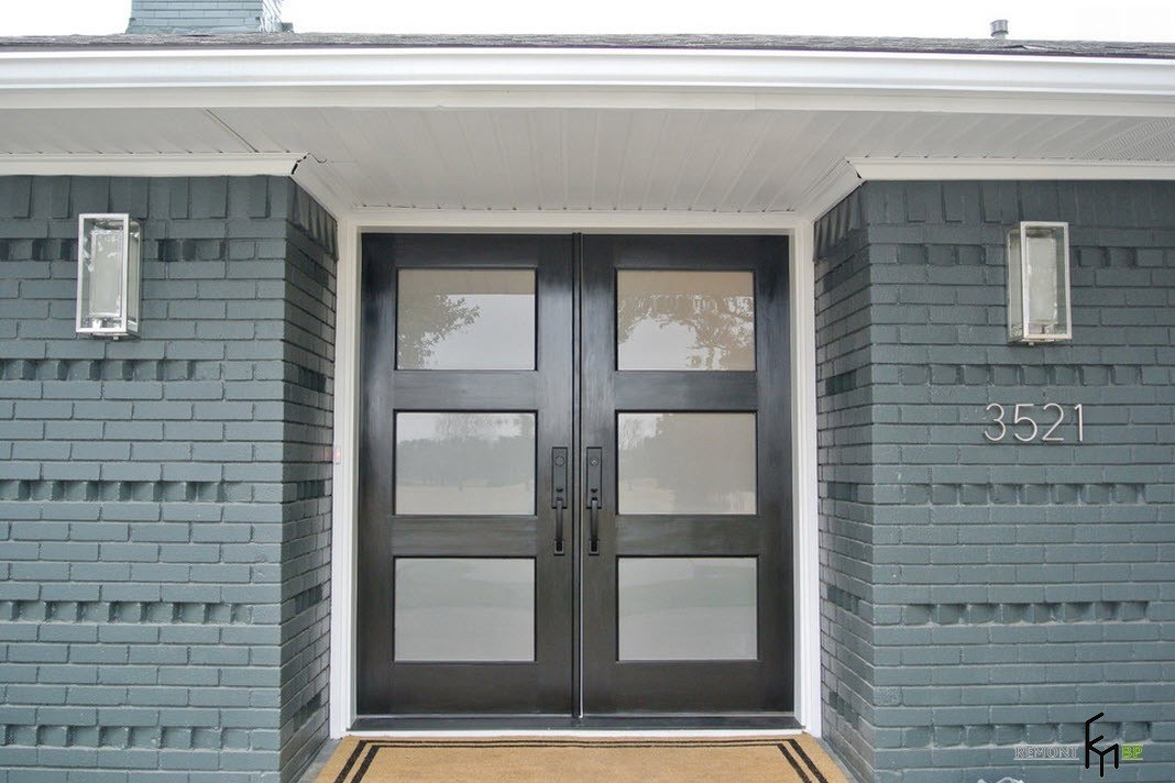 Большие двустворчатые двери
