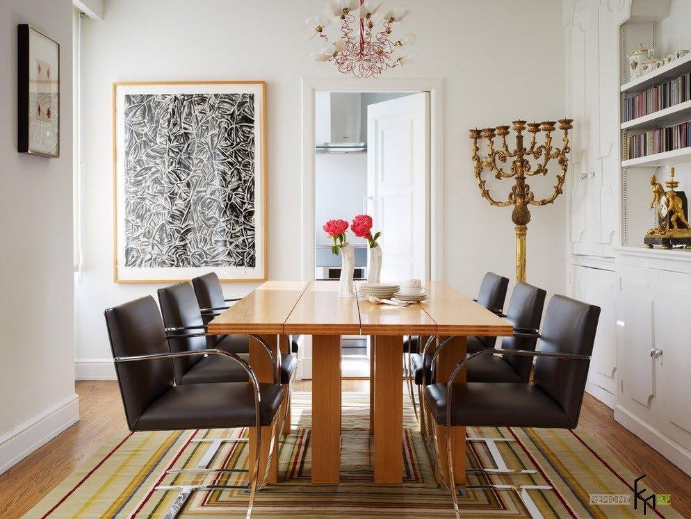 Необычная конструкция стола