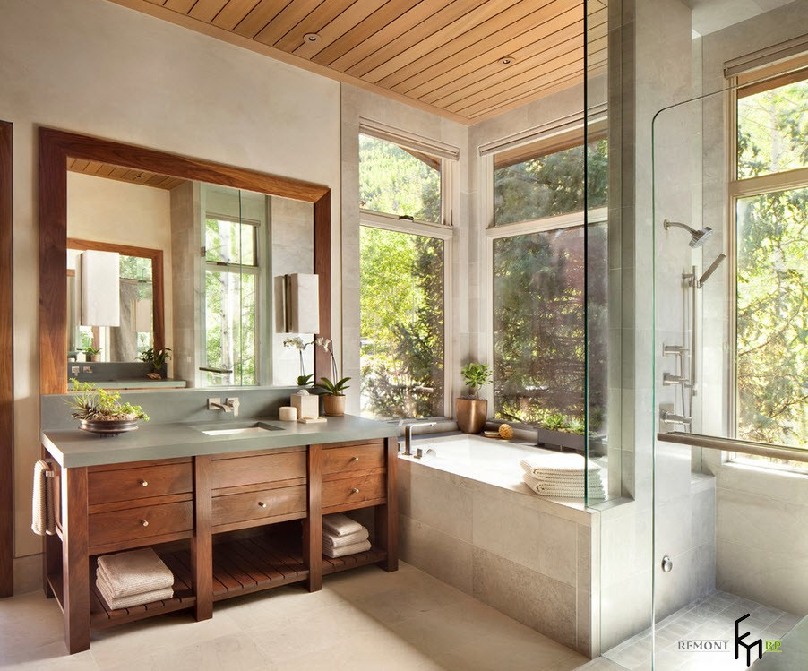 Ванная с большими окнами