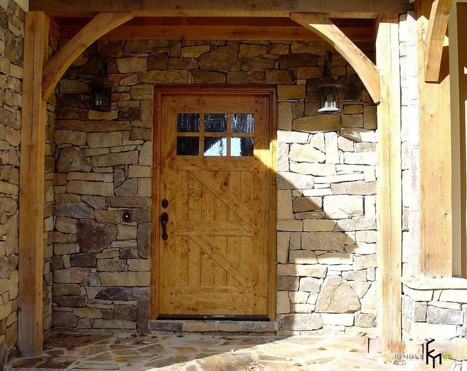 Каменная отделка и деревянные элементы