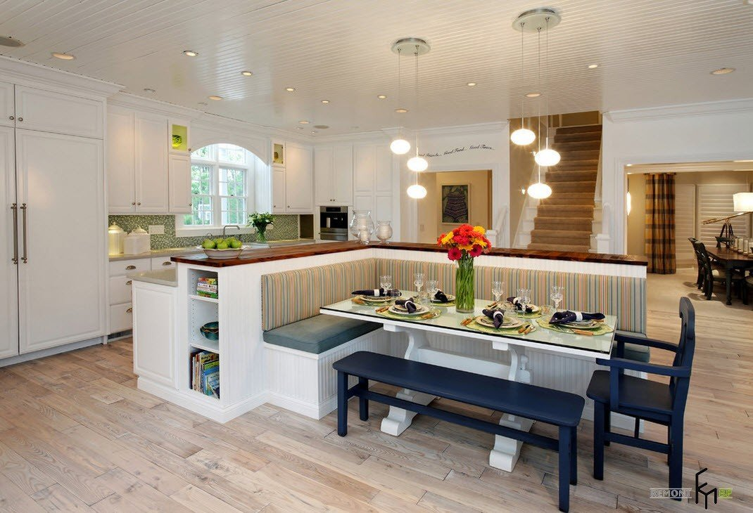 Кухонный остров и уголок в одном комплекте