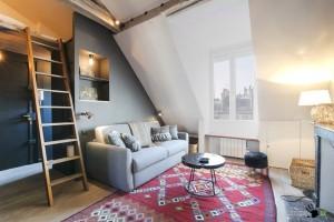 Интерьер парижской квартиры-мансарды