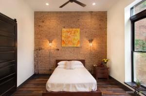 Оригинальная стена в изголовье кровати