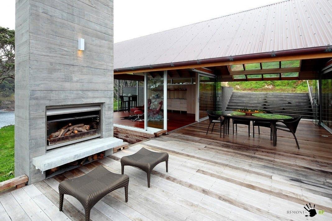 Деревянная палуба с зоной отдыха