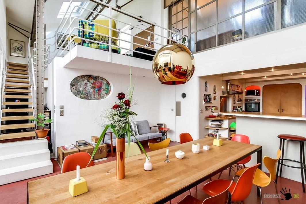 Вид на столовую и кухню