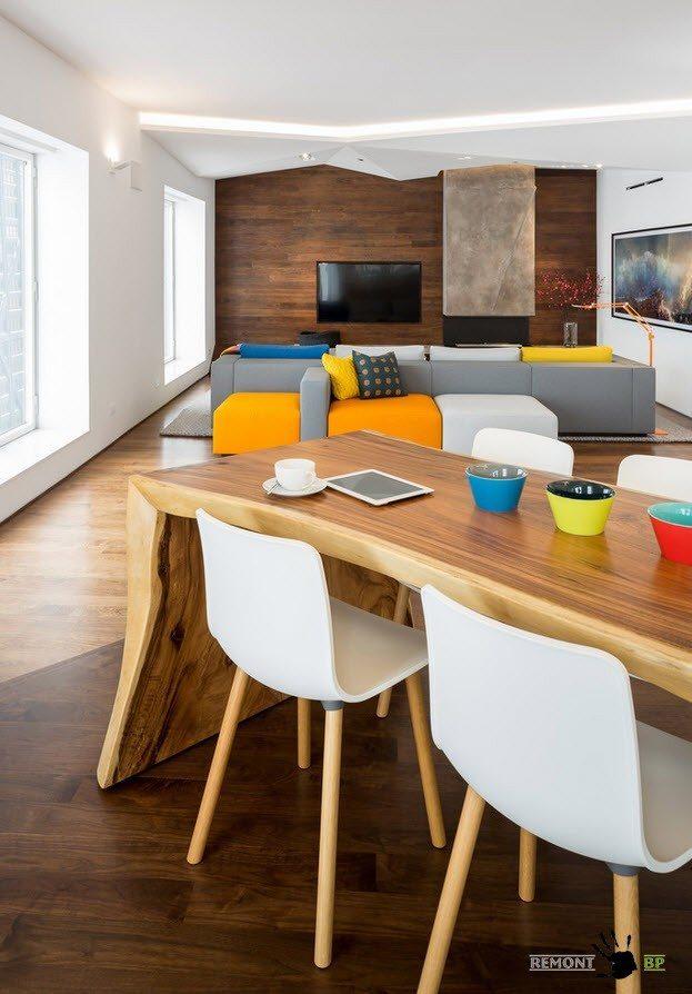 Разноцветная мягкая мебель для гостиной
