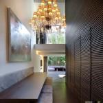 Как оформить стены в коридоре практично и красиво?
