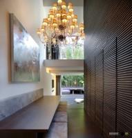 Оформление стен в коридоре и прихожей