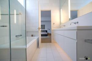 Белоснежный дизайн ванной комнаты