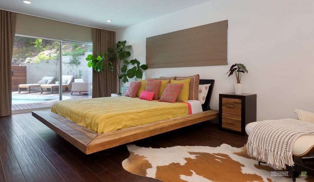 Кровать с выступом