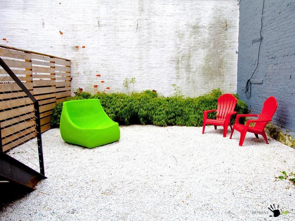 Яркая садовая мебель