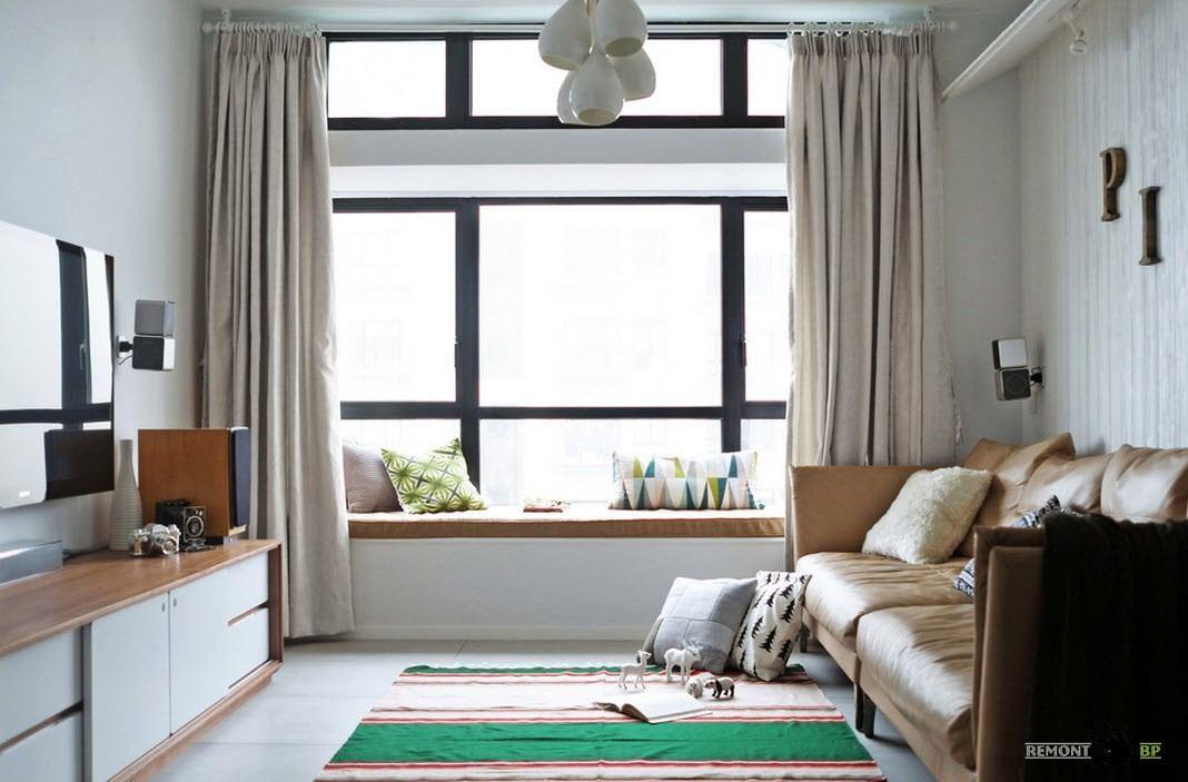 Огромные окна с черными рамами