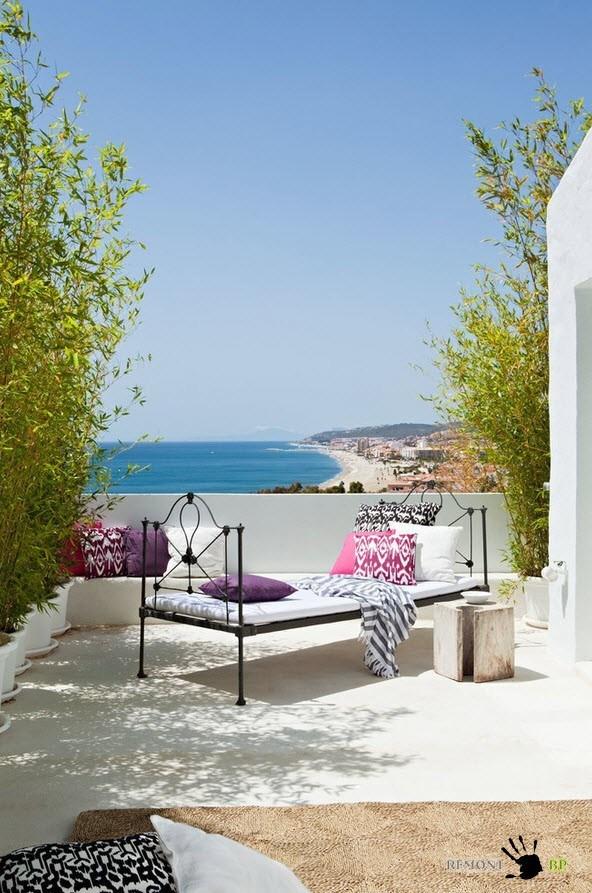 Белоснежная испанская вилла в средиземноморском стиле на фото