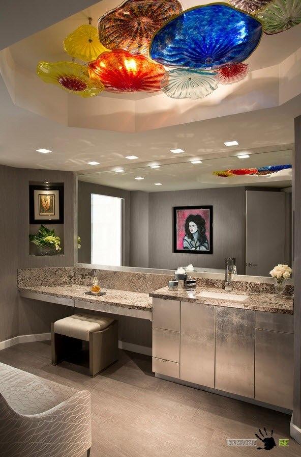 Необычные светильники на потолке в ванной