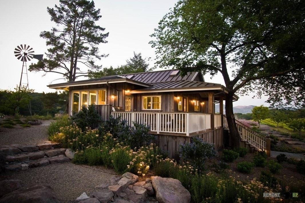 Просторный домик из дерева
